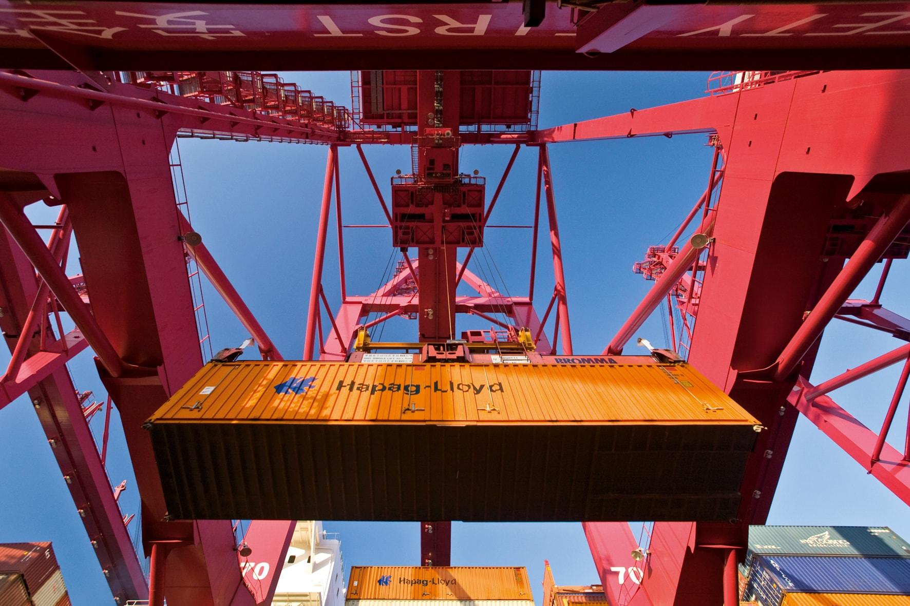 Hapag-Lloyd agrega 100,000 TEU de capacidad para mantener movimiento de carga