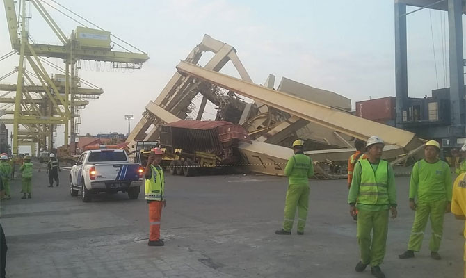 VIDEO: Container ship SOUL OF LUCK hit pier at TPKS Container Terminal INDONESIA